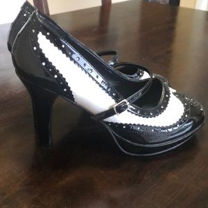 Shoes - Black & white Oxford heels